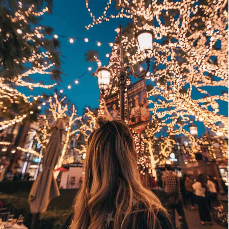 Year to a Better You December 6-Word Story Prompts_ Girl looking at Christmas lights|pageflutter.com #writingprompts #journaling #bulletjournaling #6wordstories #6wordsbetter #pfsixwordchallenge